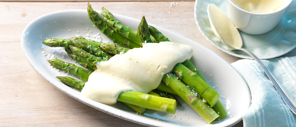 Green asparagus with mousseline sauce