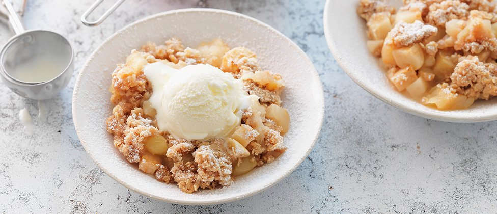 American apple and cinnamon crumble